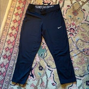 Nike sz S Capri length leggings